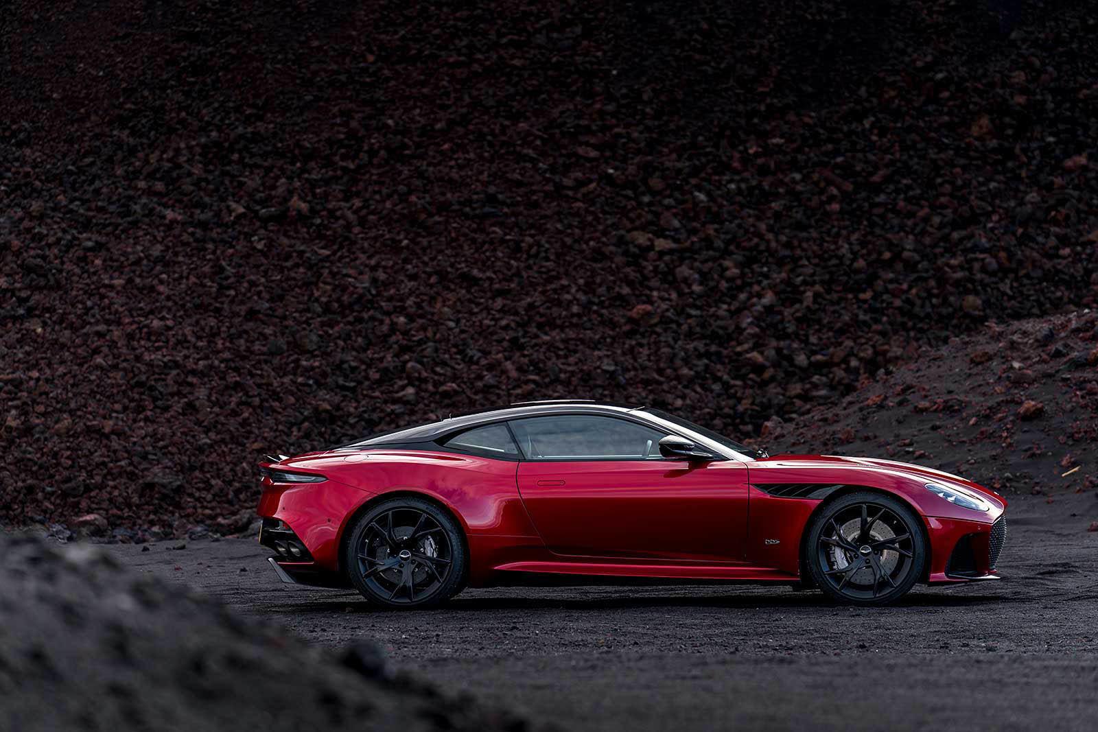Foto de Aston Martin DBS Superleggera (11/31)