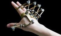 Dexmo, el exoesqueleto que quiere romper las barreras entre el mundo virtual y el real