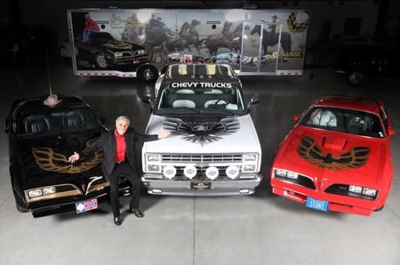 El Pontiac Firebird Trans-Am 1978 de Burt Reynolds esterá en subasta, junto con otros tres autos del actor