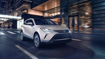 El Toyota Venza es el nuevo SUV híbrido a caballo entre el RAV4 y el Highlander, pero seguramente no lo veremos en Europa