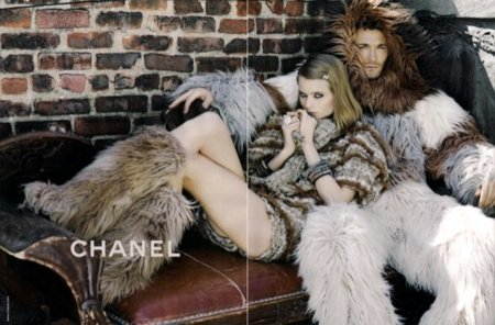 Más imágenes de la campaña de Chanel Otoño-Invierno 2010/2011: esquimales en la ciudad I