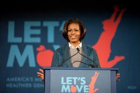 Michelle Obama se posiciona a favor de la lactancia y le llueven las críticas