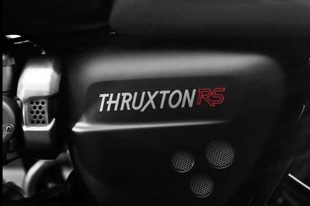 La Triumph Thruxton RS se deja entrever antes de llegar el 5 de noviembre: más radical pero igual de retro