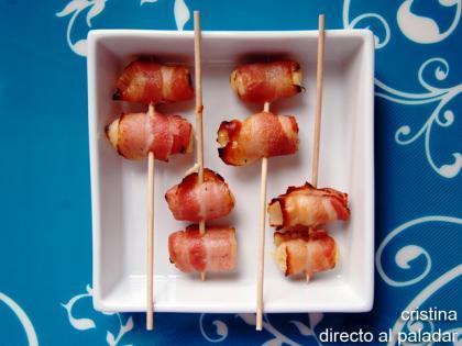 Pinchos de bacon y queso