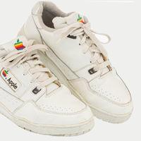 Ponen a subasta unas deportivas diseñadas para empleados de Apple de los años 90