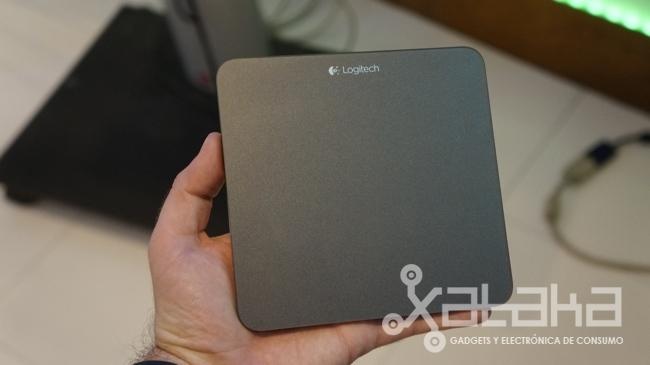 Logitech T650 touchpad en mano
