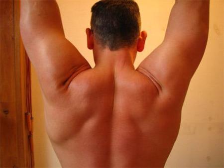 Un truco para ganar fuerza en la zona dorsal y poder realizar las dominadas sin problemas
