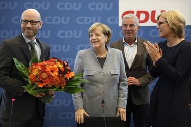 Angela Merkel, la mujer más poderosa del mundo, huye de convertirse en referente del feminismo