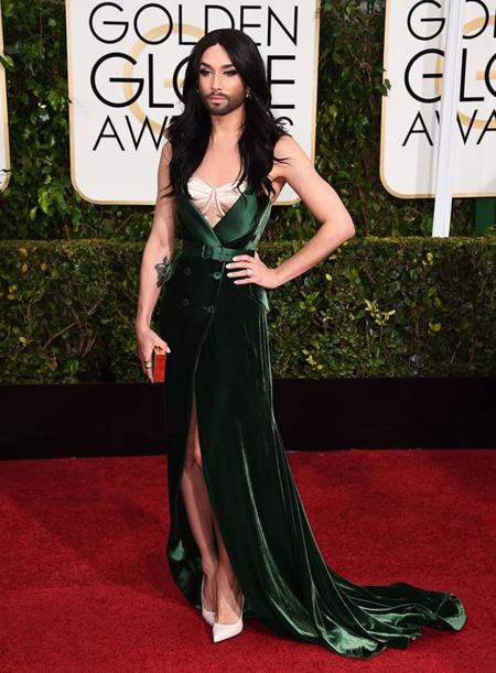 Golden Globes 2015 Conchita Wurst Ulyana Sergeenko