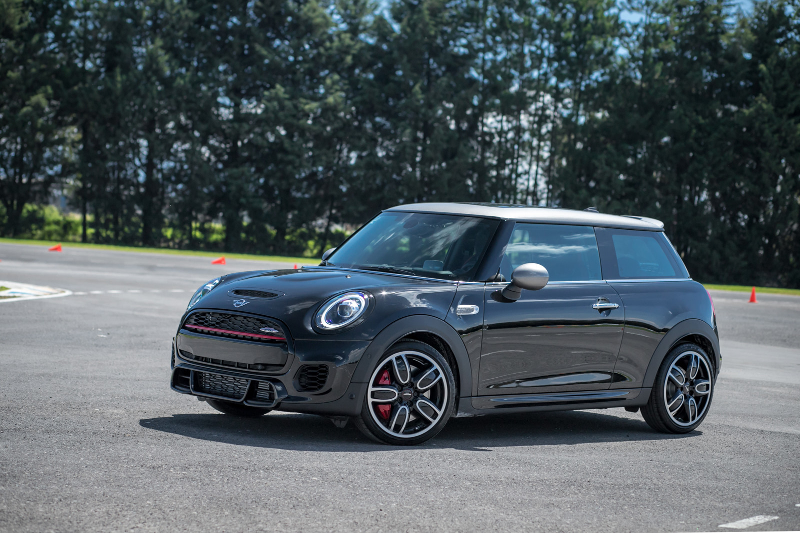 MINI Yours Customise + JCW Silver Edition
