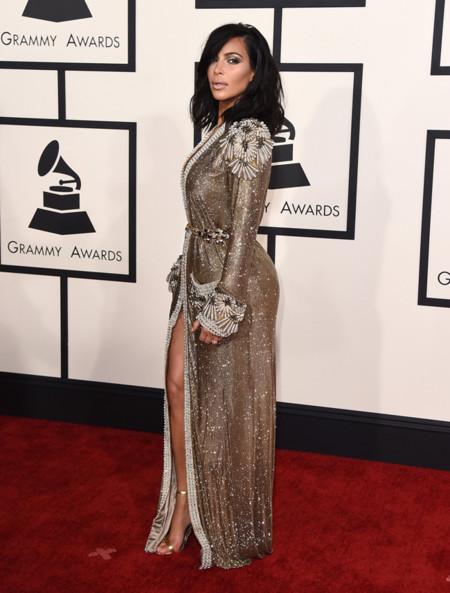 Kim Kardashian espalda Grammy 2015