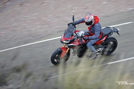 Viajar en moto durante el puente de diciembre: comunidades cerradas, toque de queda y limitaciones