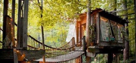 Luces colgantes y un paisaje encantador para la casita del árbol, en Atlanta