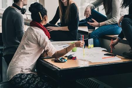 Para promover el pensamiento grupo usa debates estructurados