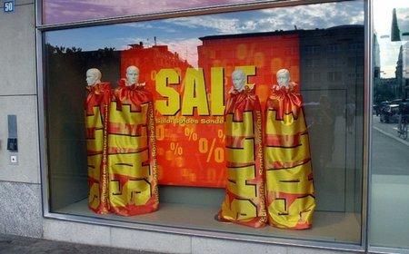 La subida del IVA no aumenta las compras de ropa en rebajas