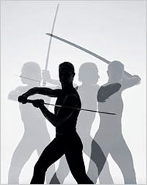 Forza, realiza ejercicio empuñando una espada samurai
