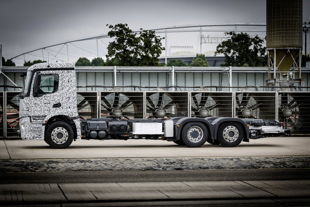 Mercedes Benz Urban Etruck 10