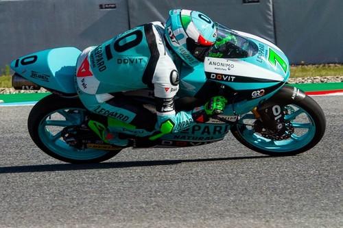 Dennis Foggia gana su primera carrera de Moto3 por delante de un heroico Albert Arenas