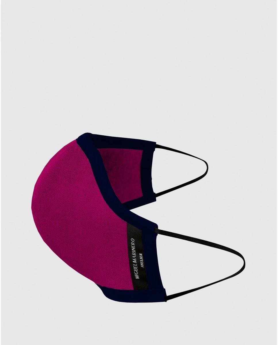 Mascarilla de tela higiénica de Miguel Marinero lavable con lino en color fucsia.