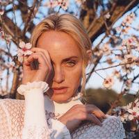 Amber Valletta se convierte en el nuevo rostro de Zara con looks que prometen inspirarte esta primavera