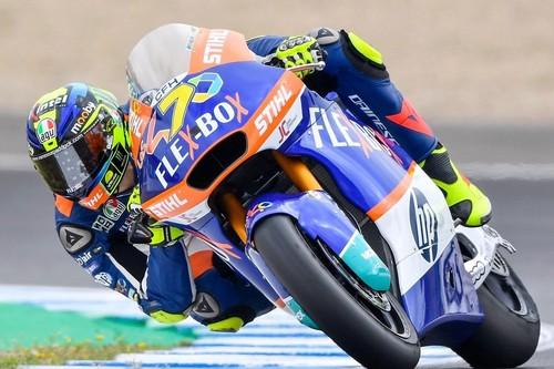 Lorenzo Baldasarri se lleva una carrera de Moto2 acortada por la peligrosa caída de Álex Márquez en la salida
