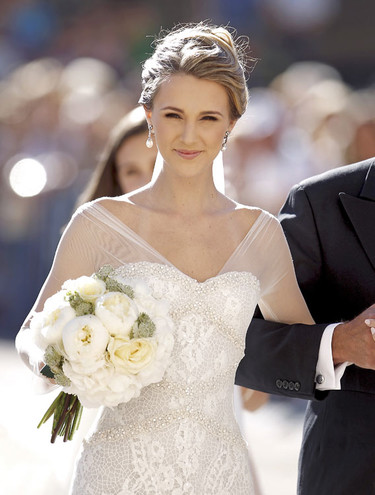 Astrid Klisans, una bellísima novia vestida por Manuel Mota