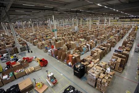Amazon patenta una muñequera para saber si los empleados se relajan y empiezan a trabajar algo menos