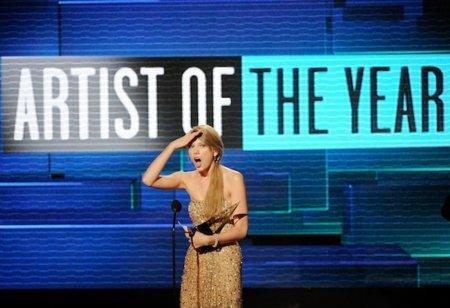 American Music Awards 2011: lo mejor (Selena Gómez) y lo peor en una misma alfombra