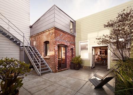 La antigua sala de calderas de una lavandería en San Francisco se ha transformado en una bonita mini casa para alquiler vacional de solo 8,75 m2 en planta