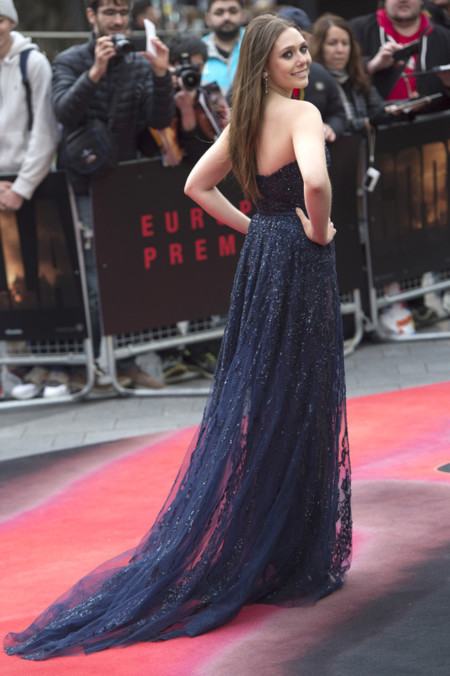 Elizabeth Olsen espalda Elie Saab