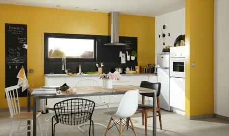 Una cocina luminosa y actual los muebles blancos son - Table de cuisine la redoute ...