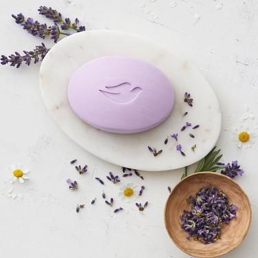 Dove anuncia grandes cambios eco-friendly y su famosa pastilla de jabón encabeza la lista de novedades
