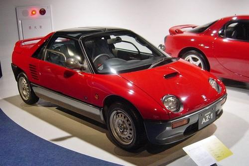 El Mazda AZ-1 que lo tenía todo para triunfar y fracasó: motor central, tracción trasera y alas de gaviota