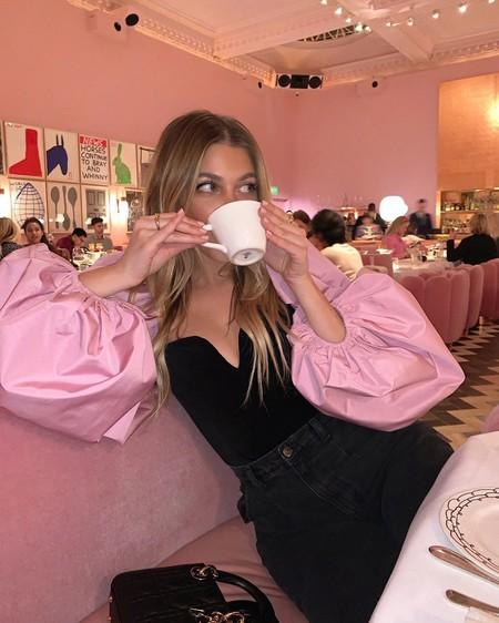 Este es el top de Zara que arrasa en Instagram (y podría invadir los looks navideños)