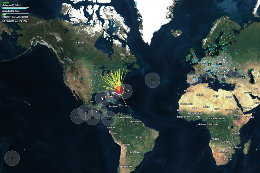 Esta web te muestra todos los impactos de rayos en todo el mundo (casi) en tiempo real
