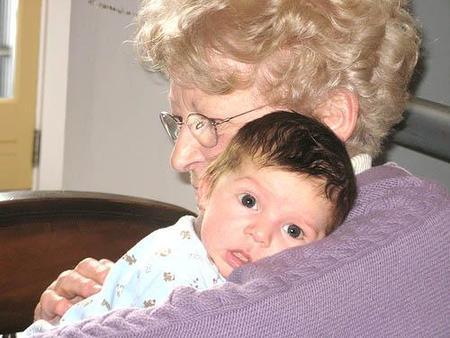 Mi madre se quedará con mi hijo: ¿viene ella o se lo llevo yo?