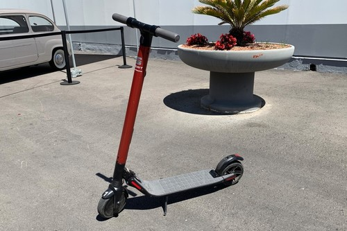 SEAT eXS, primeras impresiones: probamos el primer patinete eléctrico que SEAT ha diseñado junto a Segway