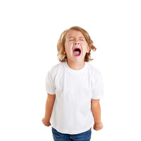 Una psicóloga infantil sugiere meter al niño en agua fría cuando tiene una rabieta