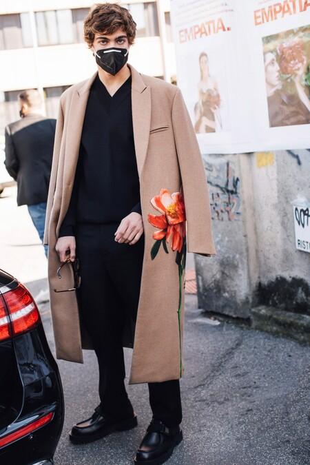 Tres colores con los que combinar el negro y convertirlo en el mejor look urbano