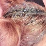¡Alerta de exceso glitter! El pelo con purpurina... Se lleva