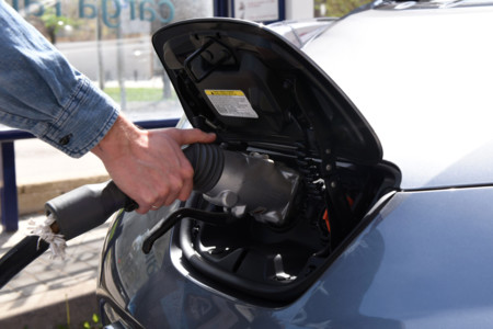 Cataluña invertirá 6 millones de euros para subvencionar los puntos de carga de coches eléctricos