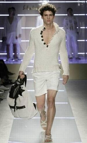 Blanco total, eterno y elegante, por Salvatore Ferragamo