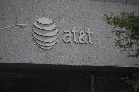AT&T compra T-Mobile por 39.000 millones de dólares y se convierte en la mayor operadora de Estados Unidos