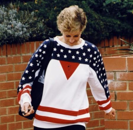 La icónica sudadera «USA» de Diana de Gales sale a subasta