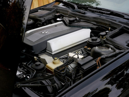 BMW M540i motor V8