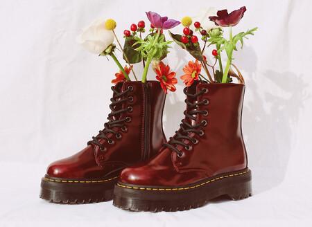Las botas más cañeras son estas Dr Martens veganas rebajadísimas, que puedes llevar con vaqueros, vestidos o lo que te propongas