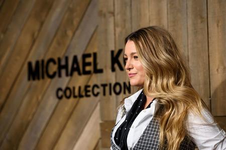 Blake Lively apuesta por un look de estilo masculino en el desfile Michael Kors
