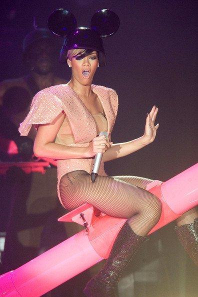 El estilo de Lady GaGa contra el Rihanna: ¿quién es más espectacular en los conciertos? IV
