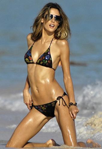 Alessandra Ambrosio presenta la colección de baño Victoria's Secret 2010