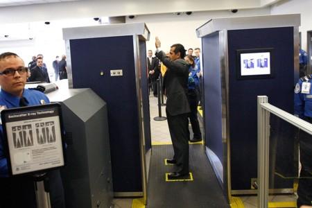 Atención si viajas a EE.UU., la TSA ahora puede obligarte a pasar por el escáner corporal